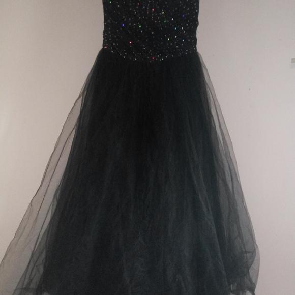 Dresses & Skirts - Prom dress black by linda Berneli size 14